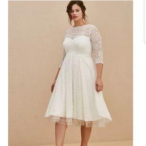 Torrid IVORY LACE TEA-LENGTH WEDDING DRESS